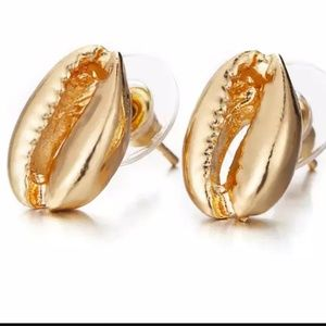 independent Jewelry - Gold plated cowrie shell earrings
